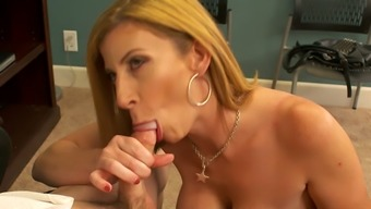 Sizzling boss Sara Jay likes her new hold to effectively fuck her pussy top notch