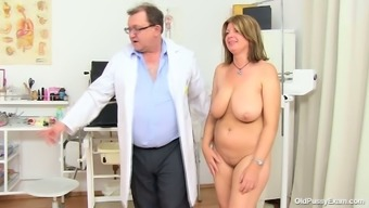Big beautiful woman mother Bohunka with the use of huge genuine exciting holders gets her pussy have to deal with lengthened by perverted doc