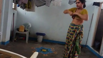 desi along with hairy armpit uses saree after bath