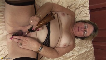Perverted bespectacled granny has a fun back with her favorite sex gift