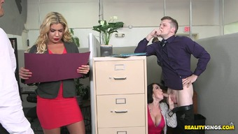 Bootyful desk Ryan Roars makes print of the stupid ass on the job and seduces person-in-charge