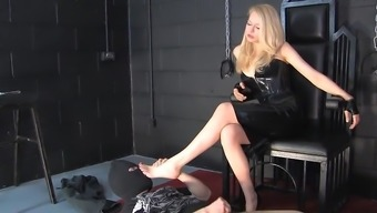 Blonde Latex Lady friend Appearing Lift 02