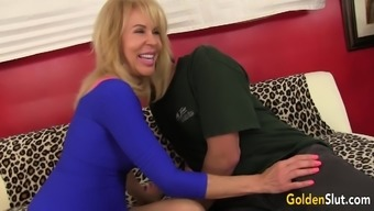 age girl Erica Lauren likes large elevate