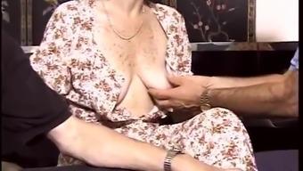 Grow older hottie appreciates ejaculate