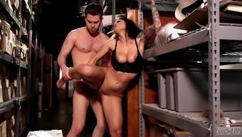 Wonder sex based affair by using stunning brunette divine feminine Katrina Olive