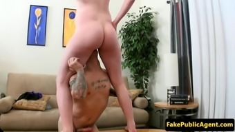 Chosing novice pussylicked by midget service provider