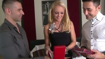 Sex-starved blond Vanda Lust gets caring by using two different lovers