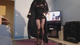 Musulmane en niqab fait sa chienne en dansant