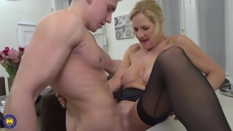 Mature blonde housewife Molly Maracas seduced and fucked a younger guy